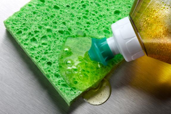 ar24-2_detergente-y-lavavajillas-575x383