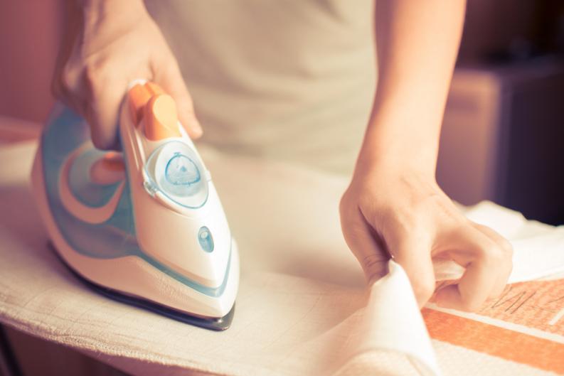6 trucos para limpiar una plancha quemada y dejarla como nueva