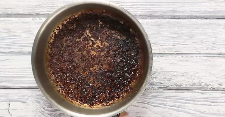 Truco para limpiar una olla quemada